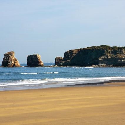 Hendaye – One beach, two dictators and three slayings