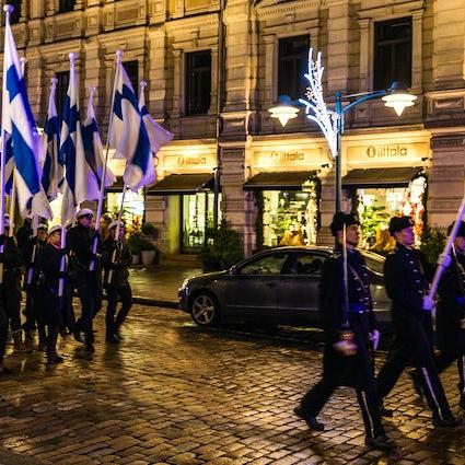 Hoe de dag van de onafhankelijkheid in Helsinki door te brengen