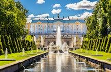 """Le palais de Peterhof, le """"Versailles"""" russe près de Saint-Pétersbourg"""