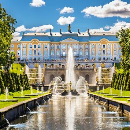 Glorreiches Peterhof: das russische Versailles bei Sankt Petersburg