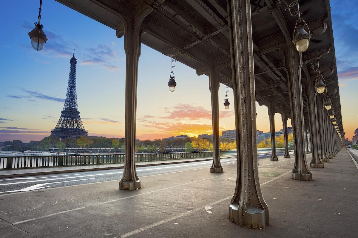 Most iconic bridges in Paris: Bir-Hakeim