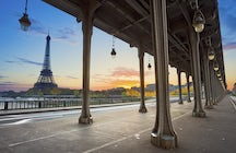 Most iconic bridges in Paris: Bir-Hakeim
