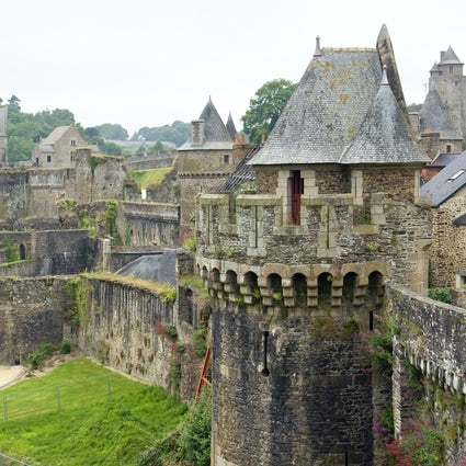 Fougères, eine Stadt, in der Geschichte auf Literatur trifft.