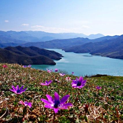 El Ojo del Cíclope y el Lago Bovilla en Tirana