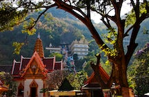 Wat Ban Tham temple in Kanchanaburi: through a dragon's mouth