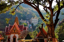 Templo de Wat Ban Tham en Kanchanaburi: a través de la boca de un dragón