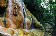 Eigen warme douche in de natuur bij Pancuran Pitu, Midden-Java.