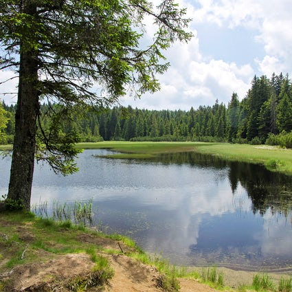 An incredible hiking experience by the Black Lake