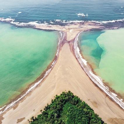 Moses' Pass: Stay dry walking between ocean waters