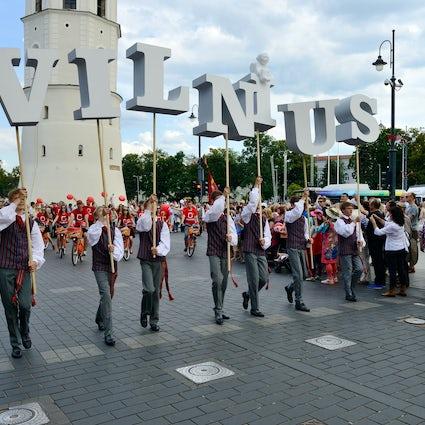 Cien años de canto y baile en Lituania