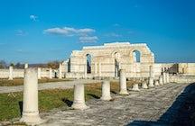 Ein Spaziergang durch Pliska, wo Bulgaren christianisiert wurden.