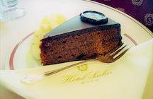 """La Reina entre los pasteles de chocolate """"Sacher Torte"""""""