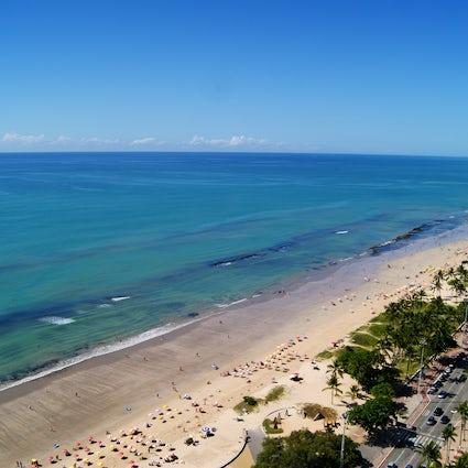 Flirten mit der Gefahr an der Küste von Recife; Boa Viagem Beach