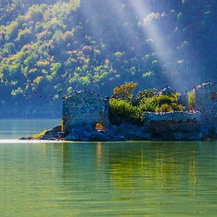Isla Grmozur - las ruinas de Alcatraz montenegrino