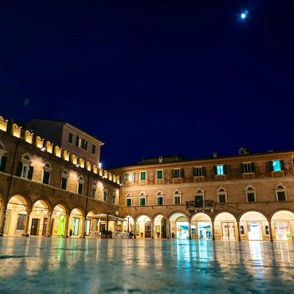 Piazzas en Italia: Piazza del Popolo, Ascoli Piceno