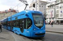 Les transports publics de Zagreb : suivez le véhicule bleu