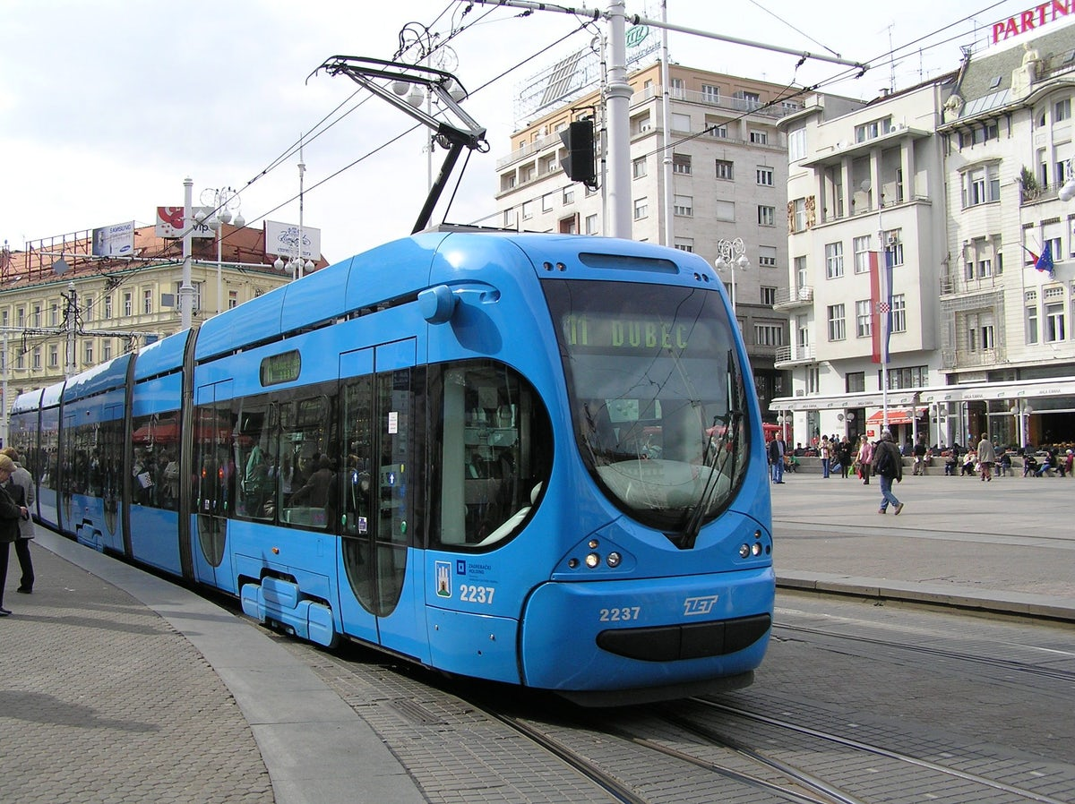 Zagreb public transport: follow the blue vehicle