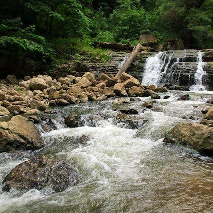 Yenokavan y Lastiver: Ecoturismo y turismo extremo