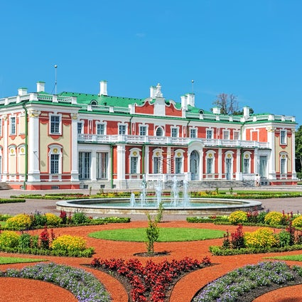 Kadriorg: relaxing walks and fine arts in Tallinn