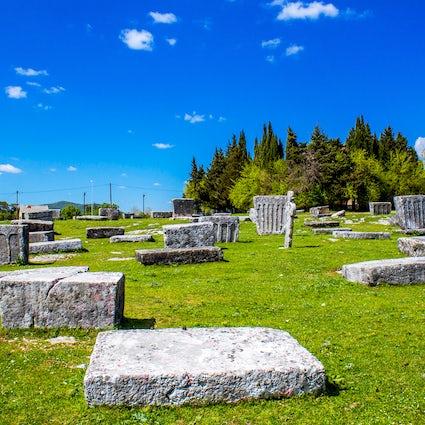 Innumerables historias de lápidas en la necrópolis de Radimlja