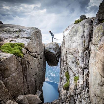 Kjeragbolten hiking - the stone bridge