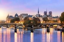 Iconic bridges in Paris: Pont des Arts