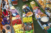 The colorful Damnoen Saduak floating market in Ratchaburi