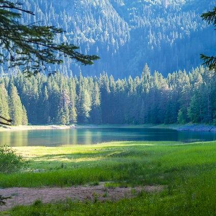 Olhos de montanha de Durmitor: Lago Zminje