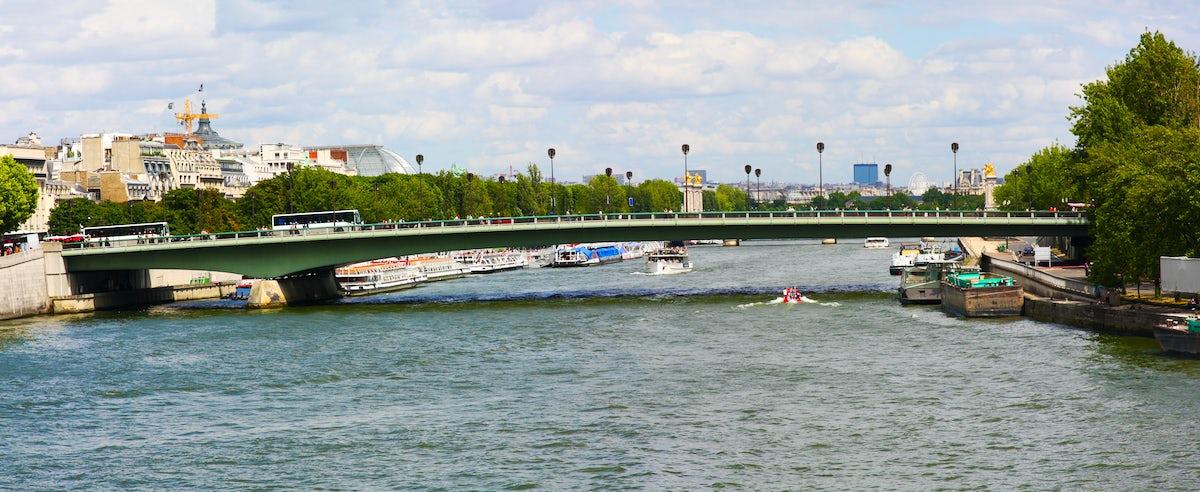 Iconic bridges in Paris: Alma