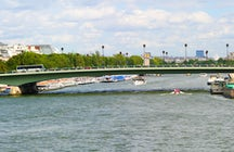 Iconic bridges in Paris: Alma