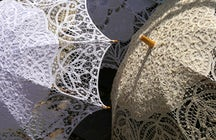 El encaje Idrija: Creación de servilletas, joyas y otros productos únicos