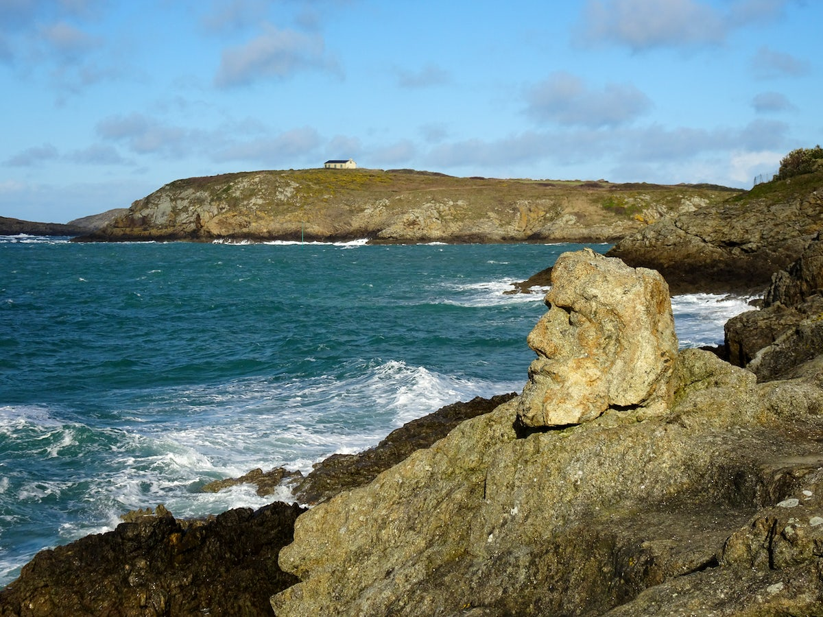 Waves and sculptures: the carved rocks of Rotheneuf