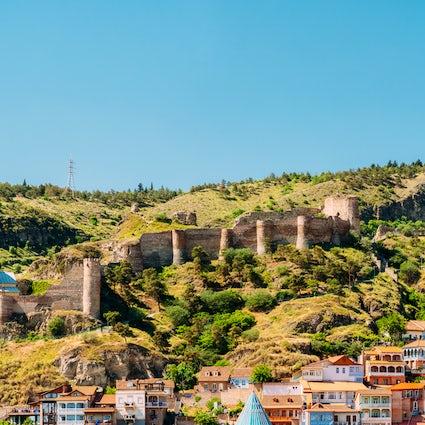 Las iglesias de Belén al pie de la fortaleza de Narikala en Tbilisi