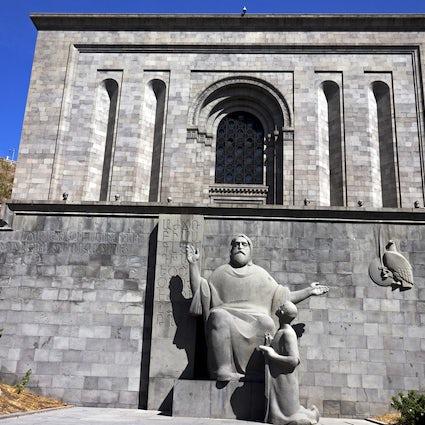 El Matenadaran - depósito de manuscritos antiguos en Ereván