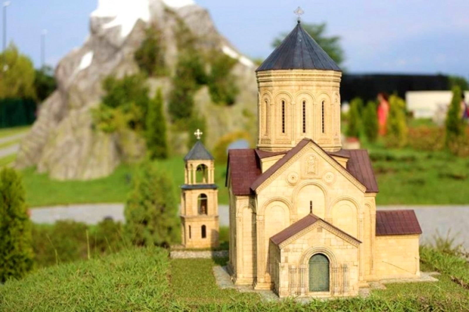 Cover Picture © Credits to georgianjournal/ParkofMiniatures
