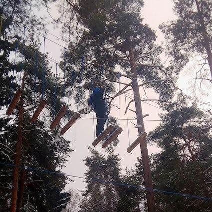 Prova le corde invernali al Meshchersky Park vicino a Mosca