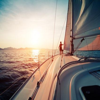 Navegar en el mar de Liguria en Italia