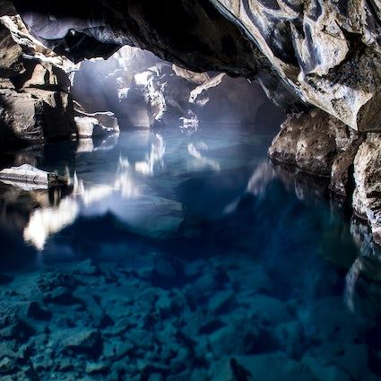 Grjótagjá : La grotte de Jon Snow en Islande