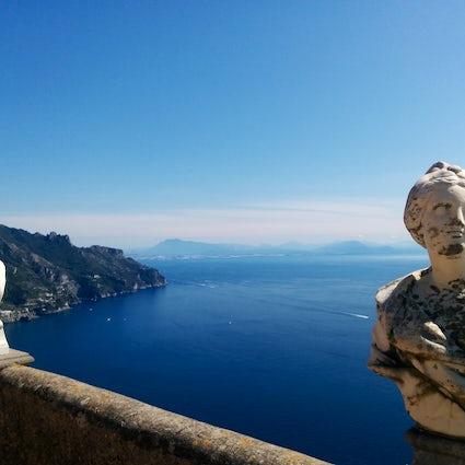 Het adembenemende terras van oneindigheid in Villa Cimbrone, Ravello
