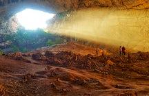 Wünschen Sie sich etwas in der Aqmeshit-Höhle, der größten in Zentralasien