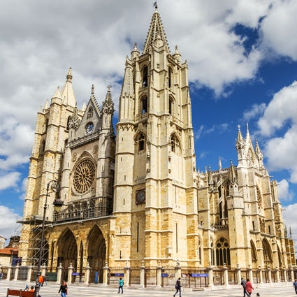 """León's imposing cathedral and Gaudi's """"Casa Botines"""""""