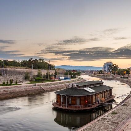 """Razones por las que debería visitar Nis, el lugar """"IT"""" del sur de Serbia"""