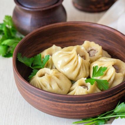 Buuza, nahrhaftes burjatisches Essen, das Sie wie kein anderes füllt.