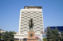 Hotel Cosmos, the USSR patrimony in the heart of Chisinau
