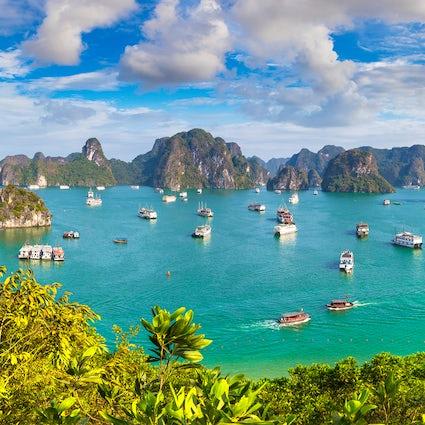 Spettacolare carsismo marino dell'isola di Cat Ba