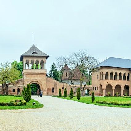 Unique Romanian Byzantine style near the capital of Romania: The Mogoșoaia Palace