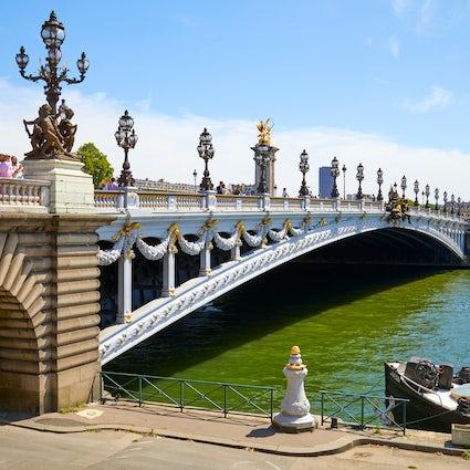 Iconic bridges in Paris: Invalides