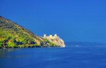 Eine malerische Bootsfahrt durch die Festung Golubac.