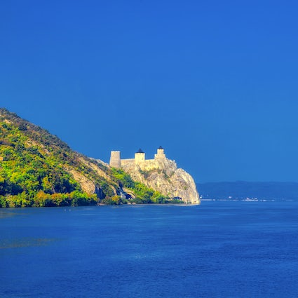 A picturesque boat tour of Golubac Fortress