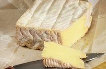 Pont-l'Évêque, un queso cremoso de forma cuadrada de Normandía